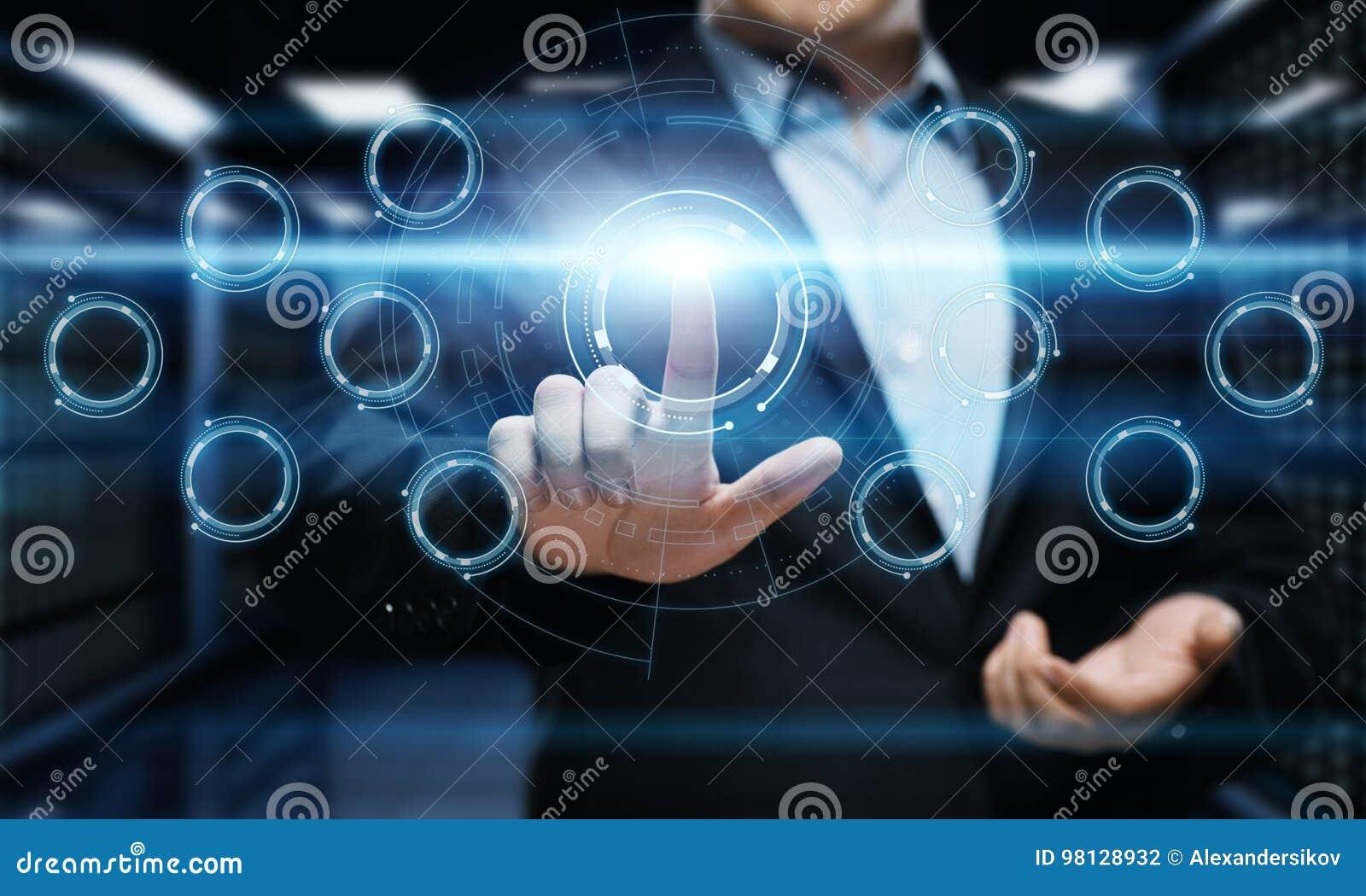 Trycka på för affärsmanknapp Man som pekar på futuristisk manöverenhet Innovationteknologiinternet och affärsidé