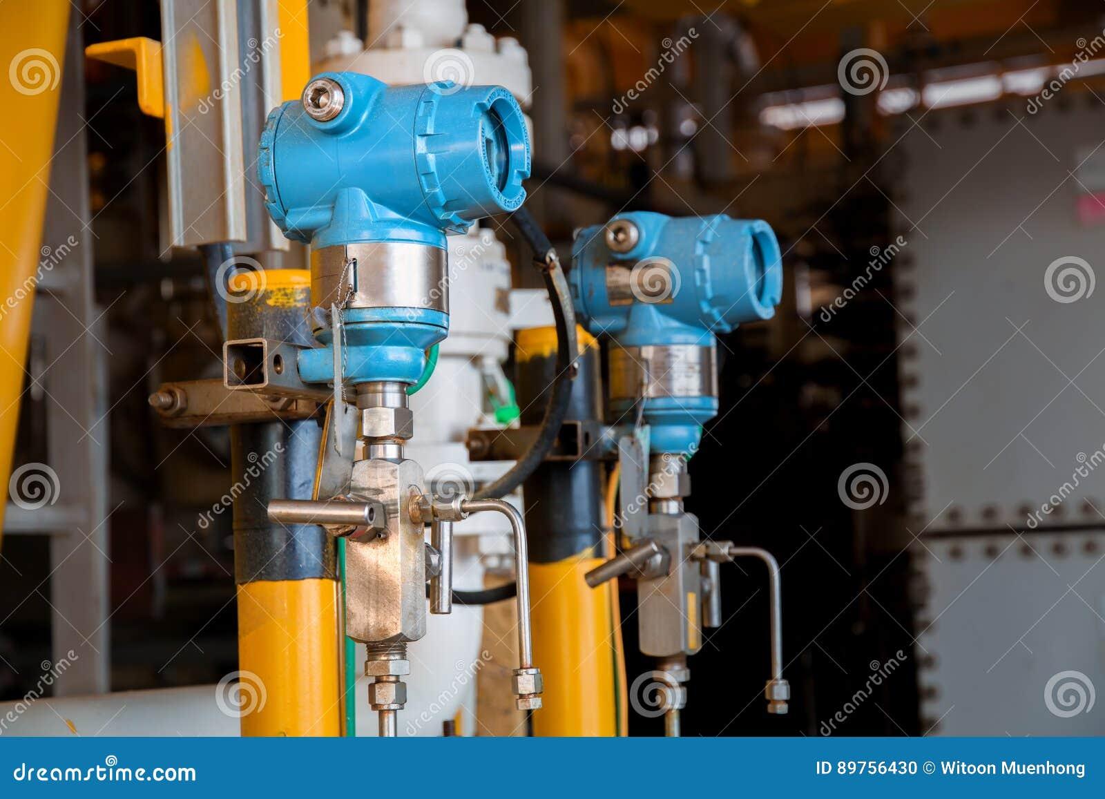 Trycksändaren i fossila bränslenprocess, överför signalen till cont