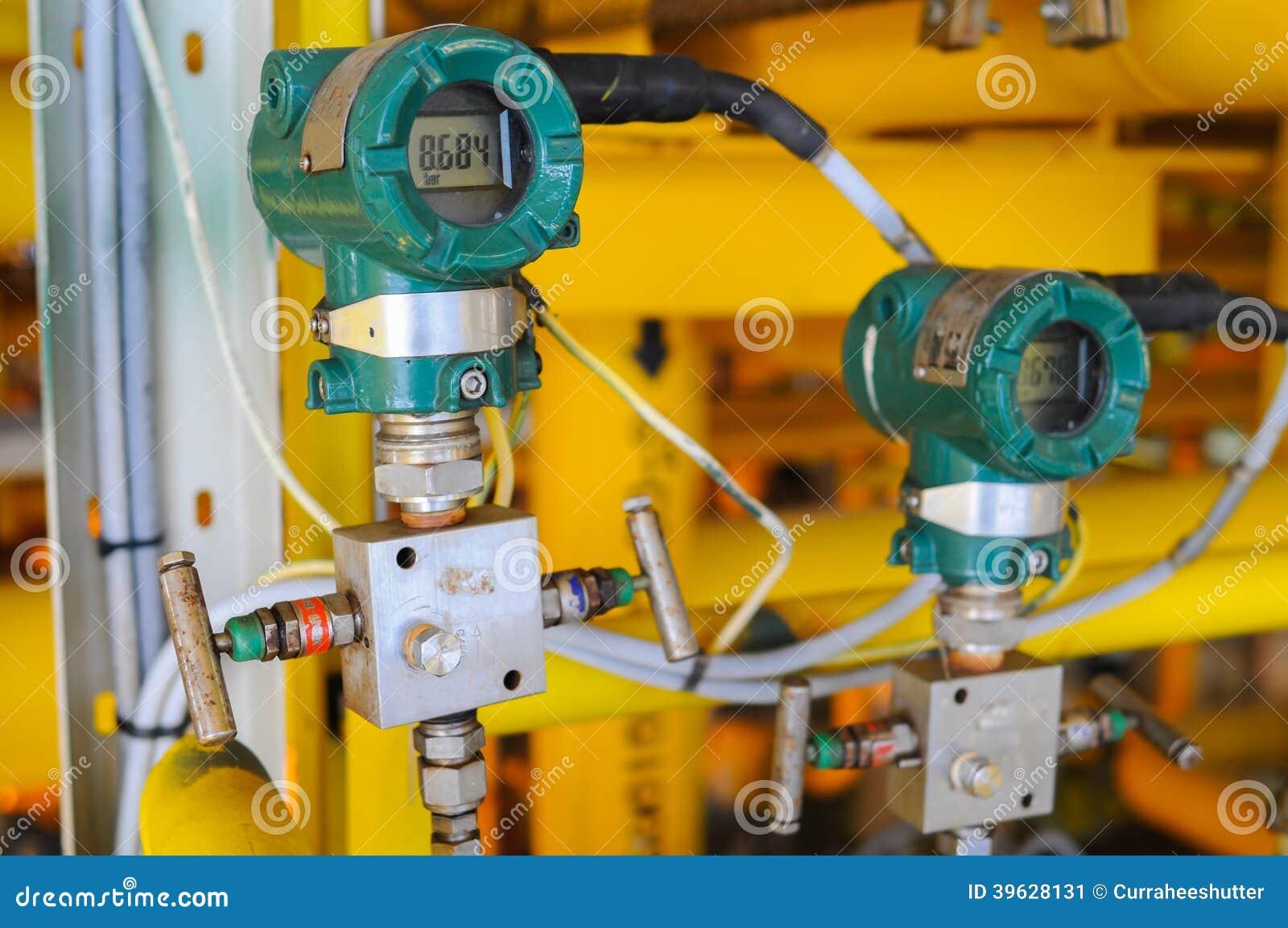 Trycksändaren i fossila bränslenprocess, överför signalen till kontrollant- och läsningtryck