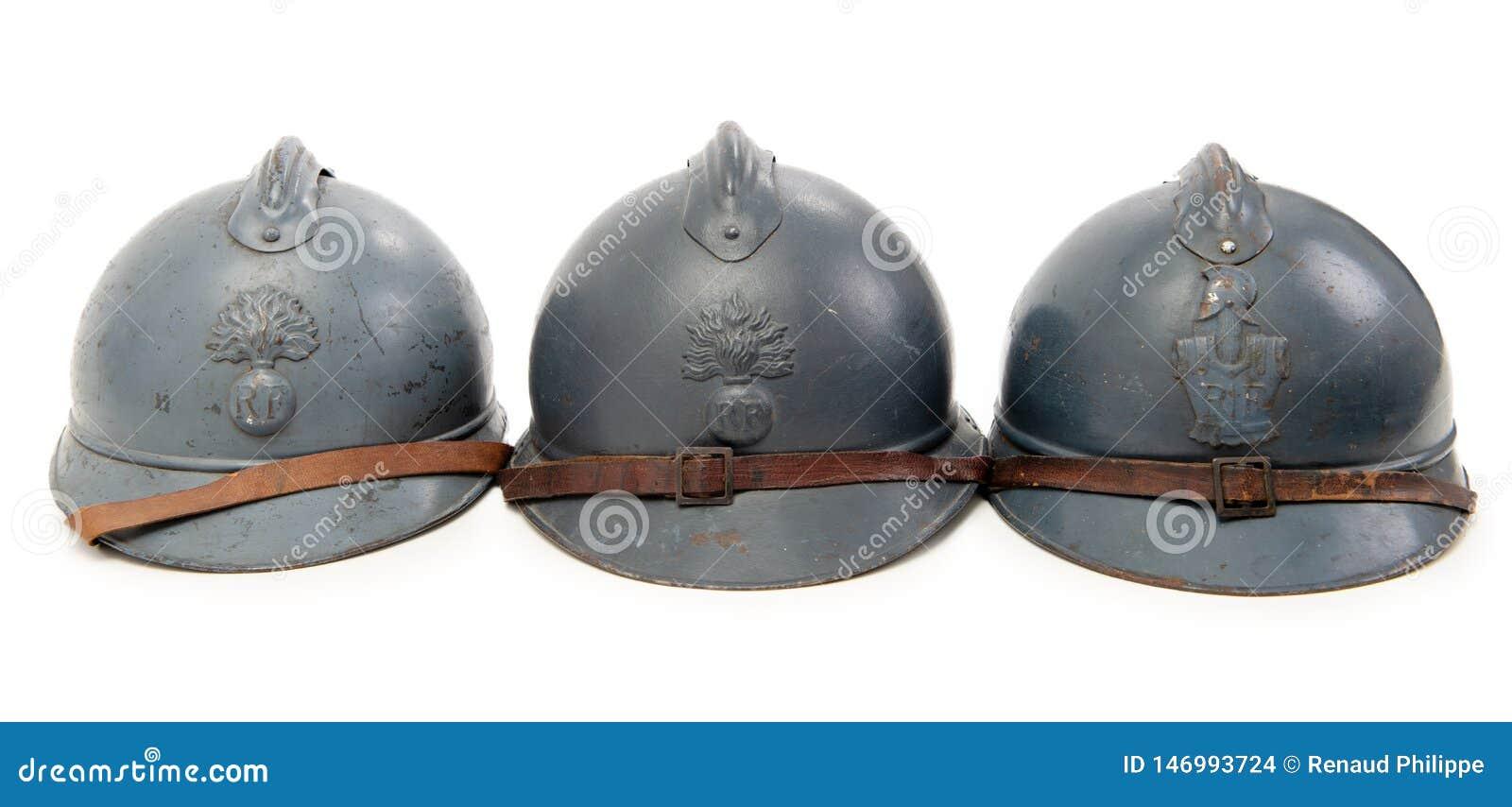 Trzy francuskiego militarnego he?ma Pierwszy wojna ?wiatowa na bia?ym tle
