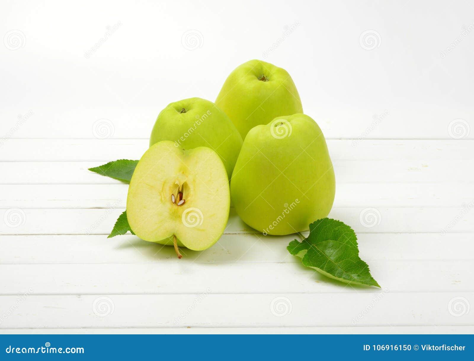 Trzy i pół zielonych jabłek
