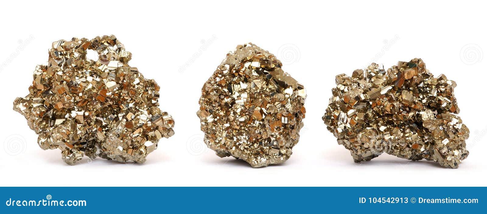 Trzy kawałka złoci pirytów kryształy