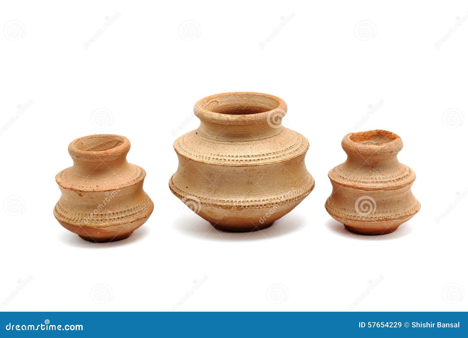Trzy małego glinianego garnka
