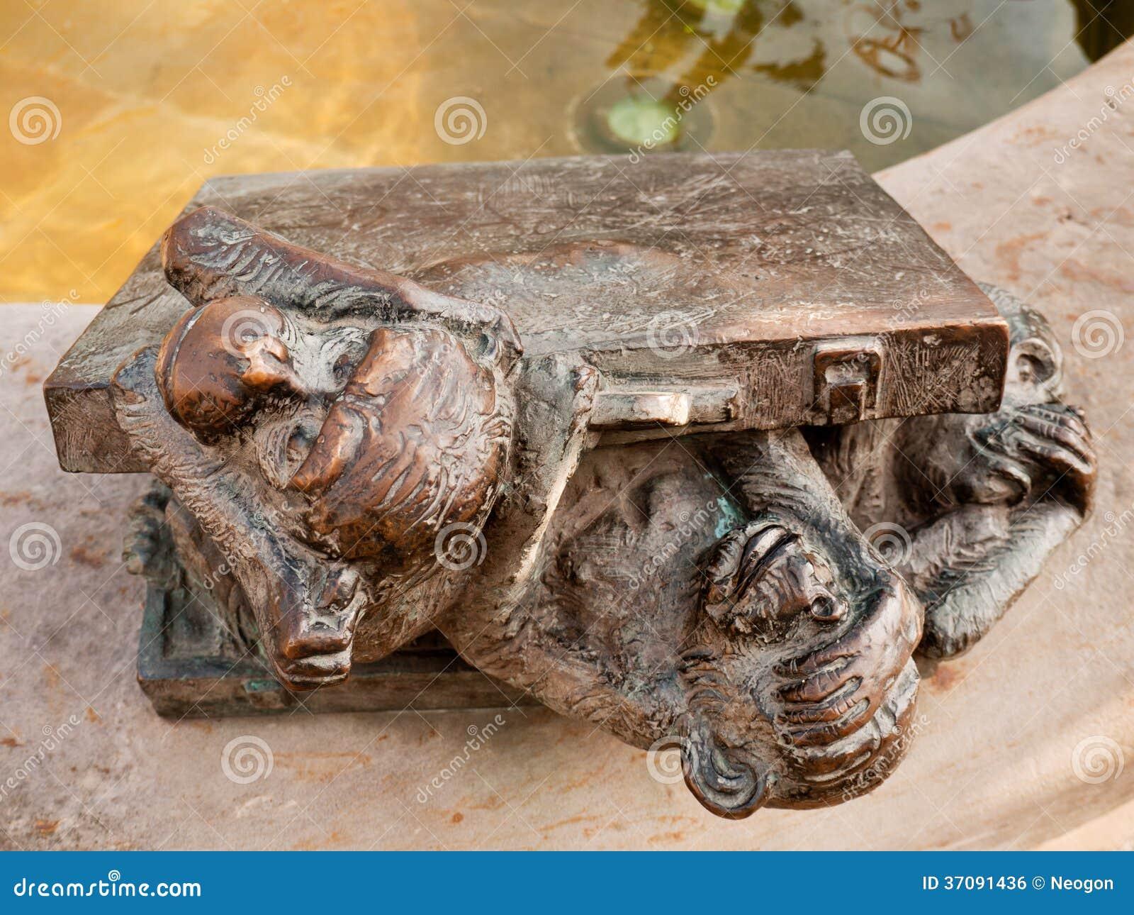 Download Trzy małpy, Halle, Niemcy zdjęcie stock. Obraz złożonej z figurka - 37091436
