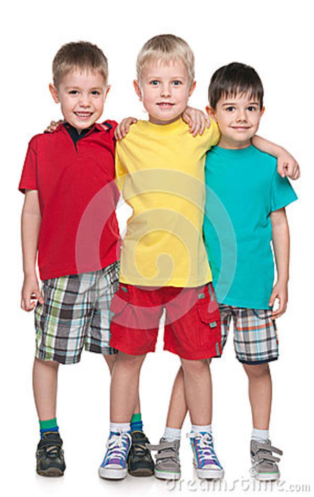 Trzy moda uśmiecha się małych przyjaciół