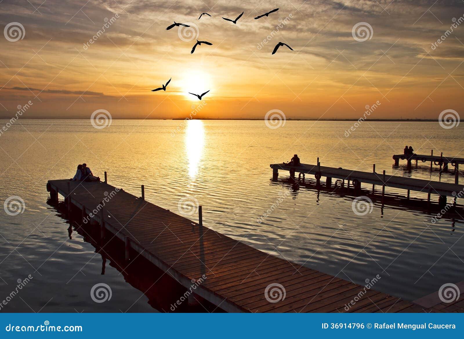 Trzy mola na jeziorze