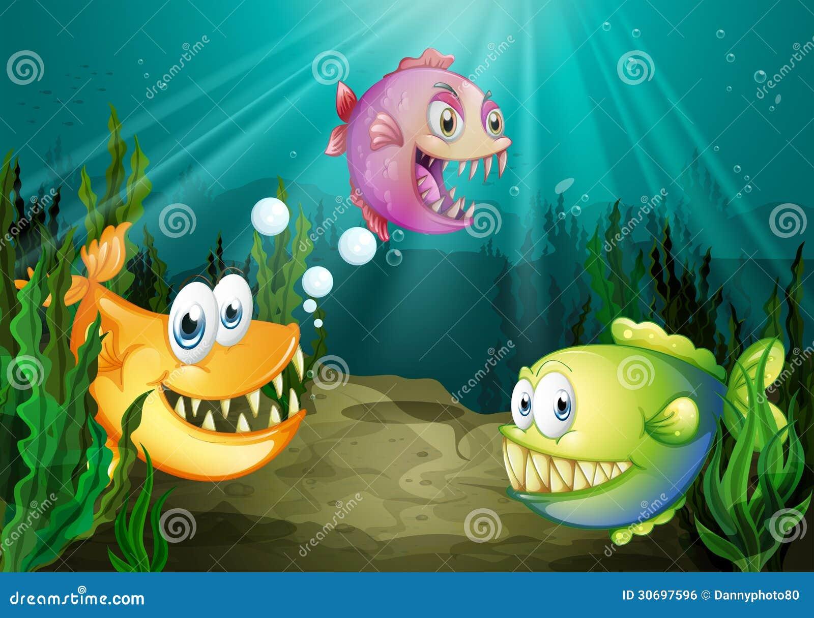 Trzy różnego rodzaju ryba z dużymi fangs pod morzem