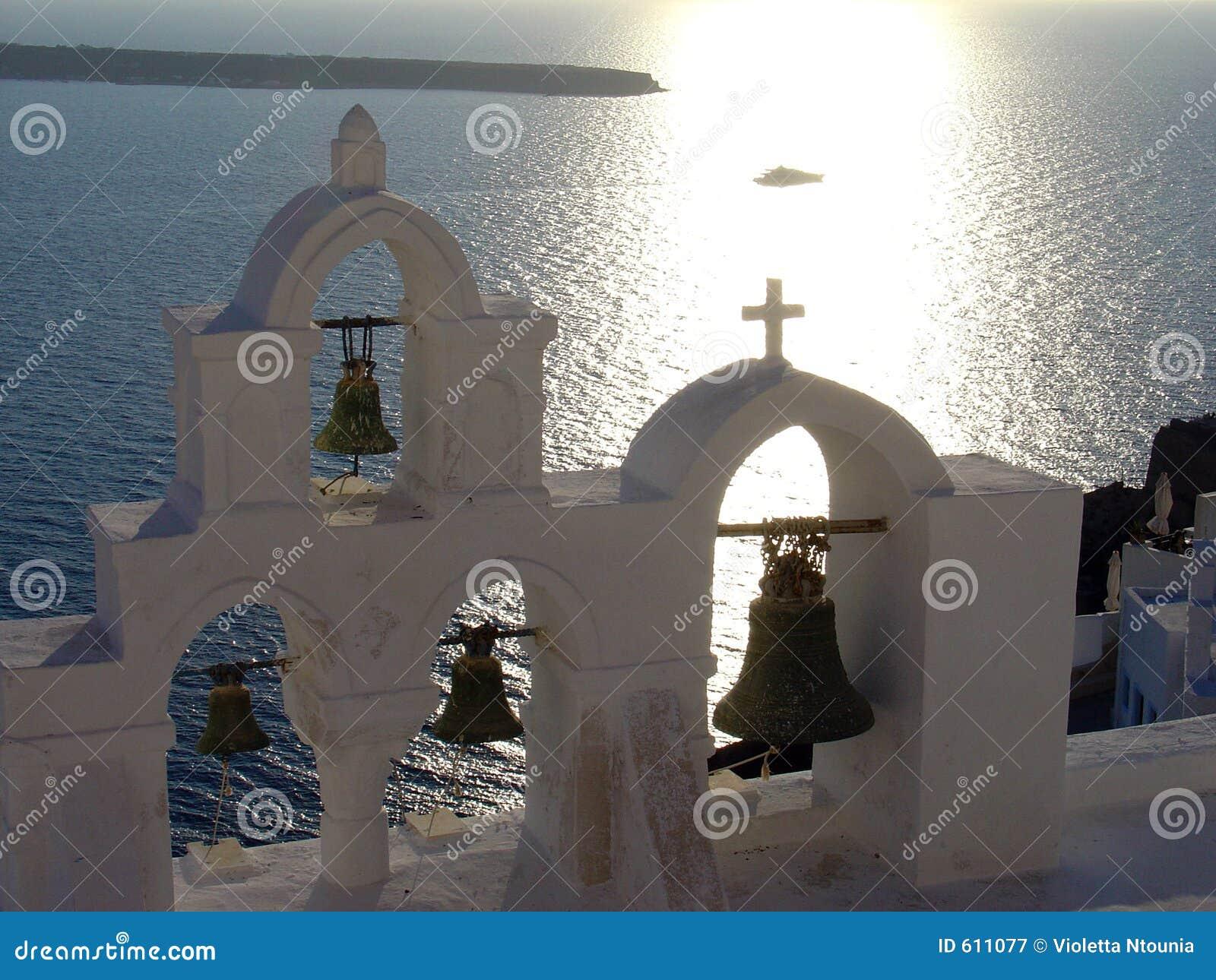 Trzy sanotrini dzwonnicy