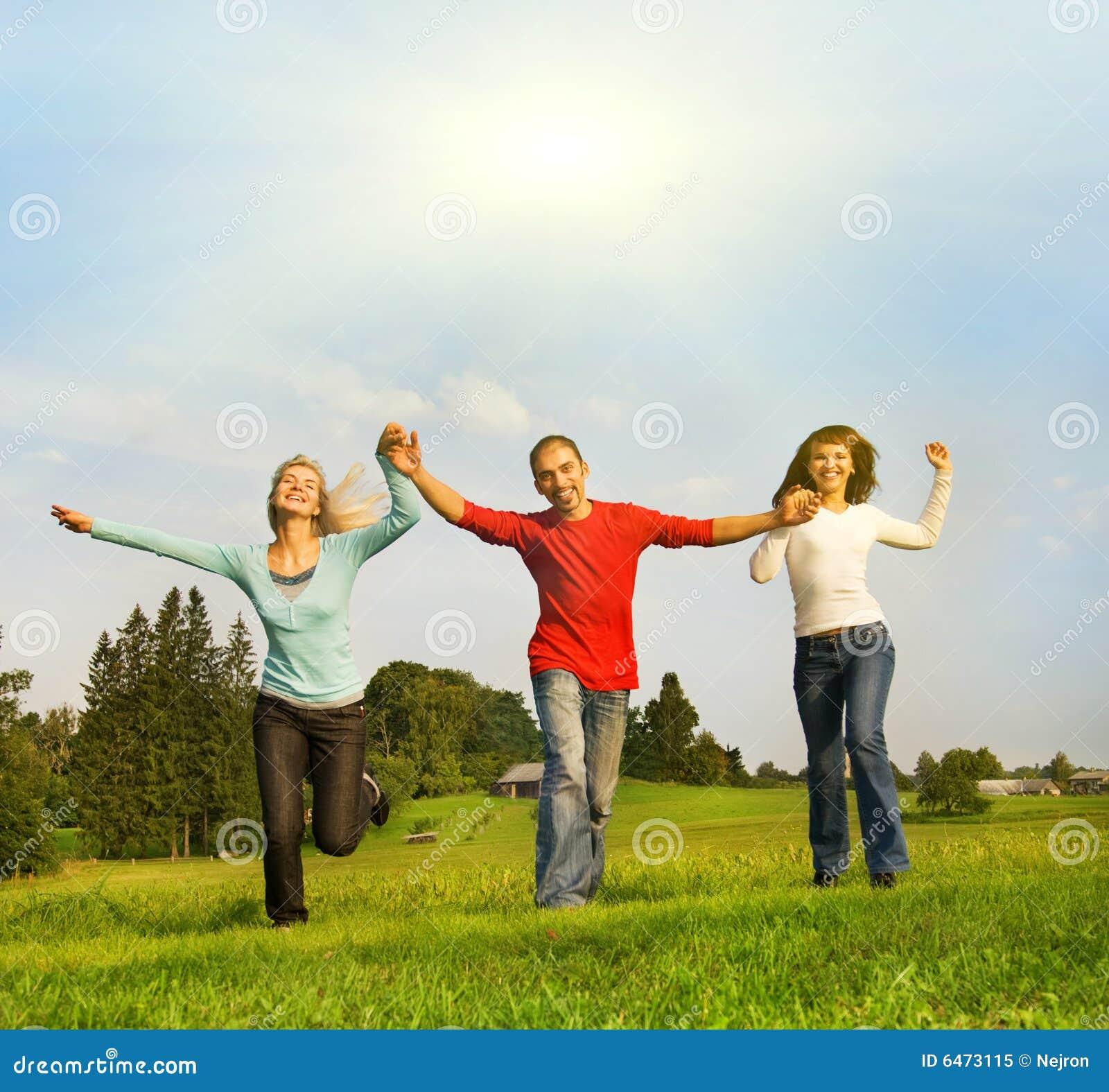Trzy szczęśliwi przyjaciele