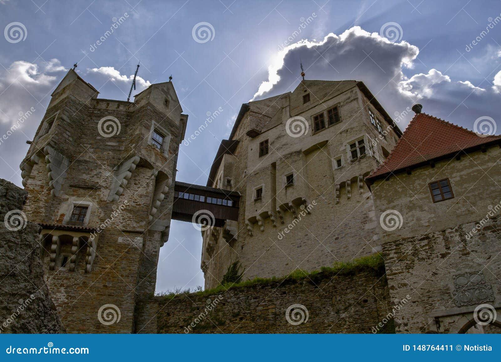 Tsjechisch Gotisch middeleeuws kasteel Perntejn Het Gebied van zuidenmoravian, Tsjechische Republiek Gebouwd aan het begin van de