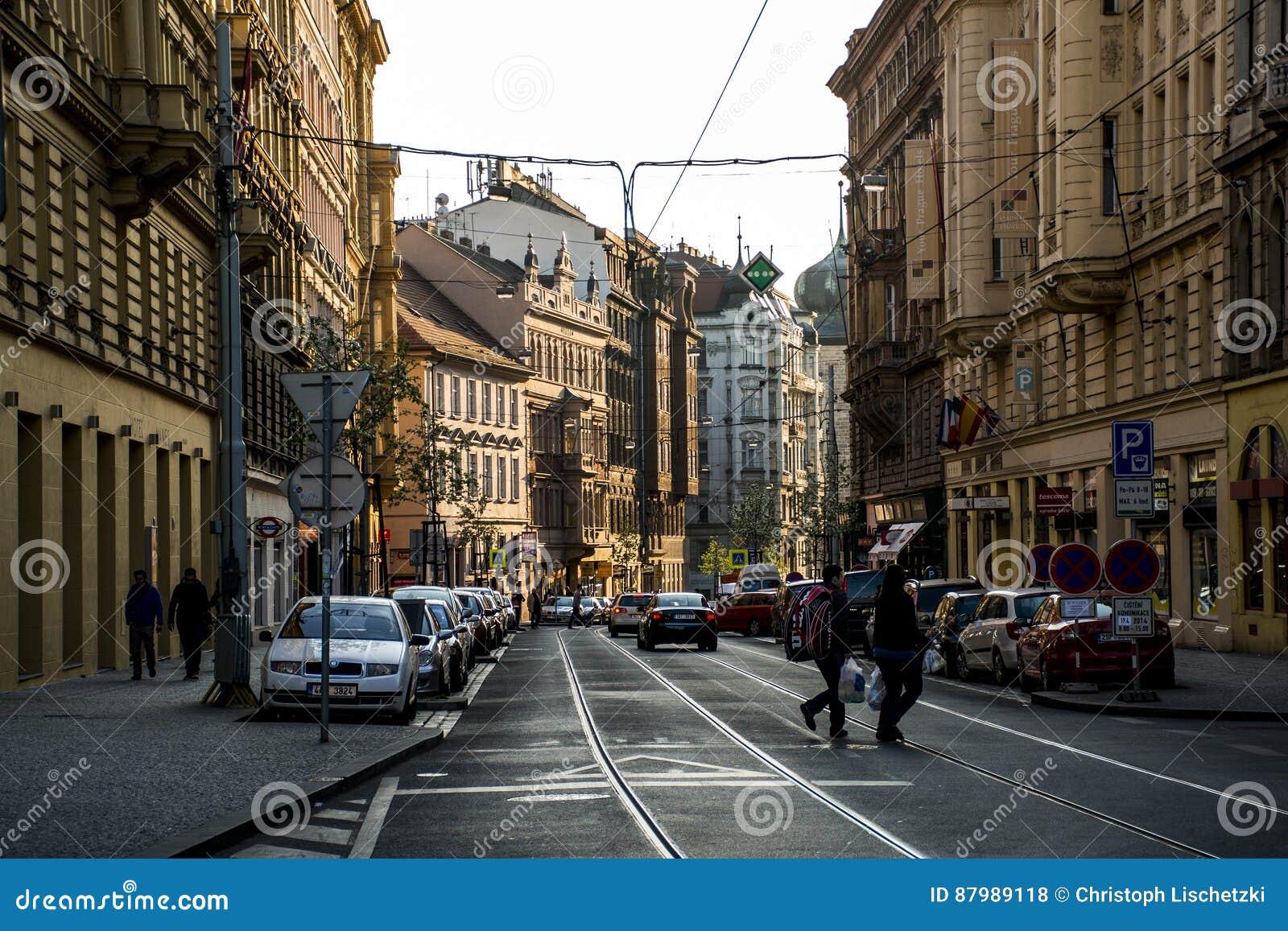 Tsjechische Republiek 11 van Praag 04 2014: Mening aan de straat in het oude centrum van hoofd en grootste de stads Tsjechische R