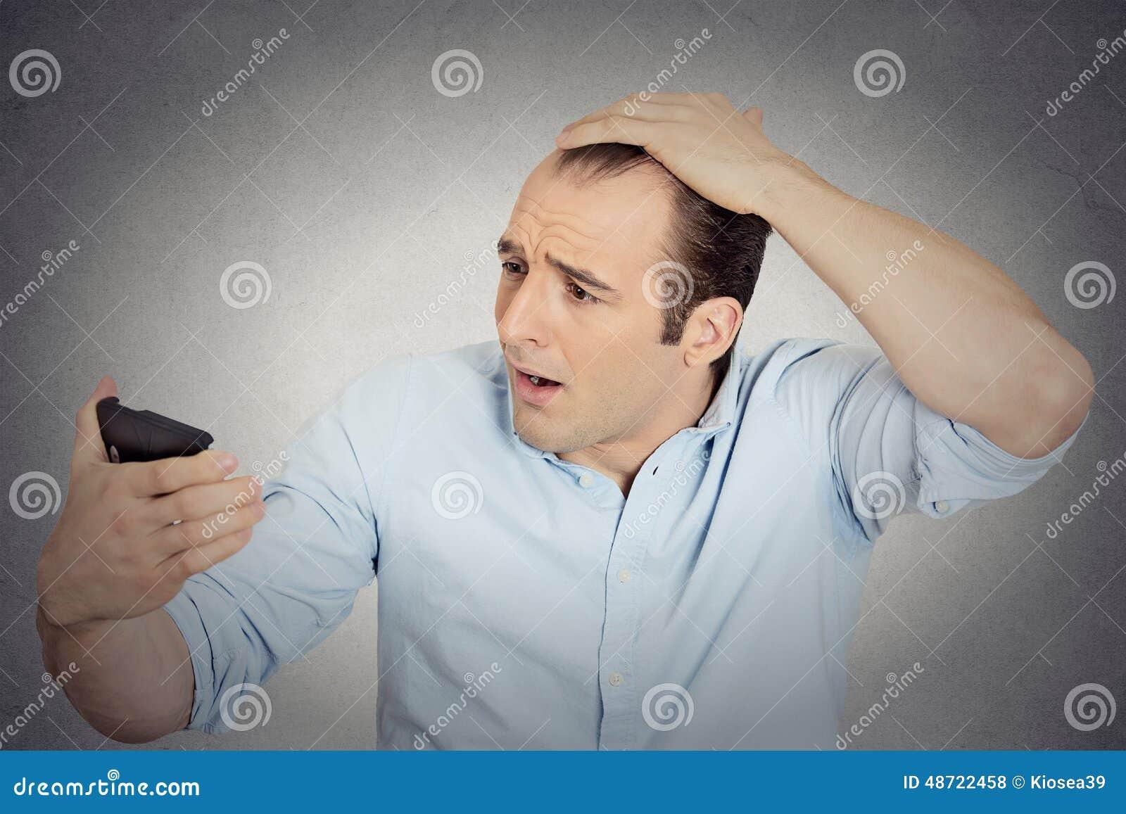 tte-choque-de-sentiment-d-homme-tonne-il-est-les-cheveux-perdants-48722458