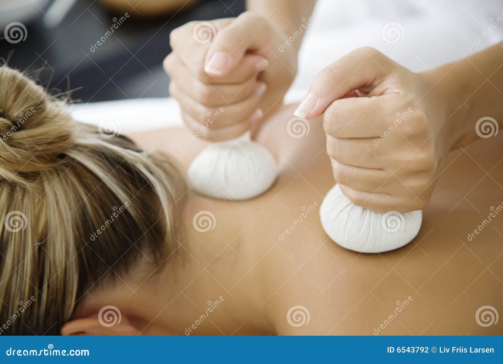 Tthai Kräutermassage