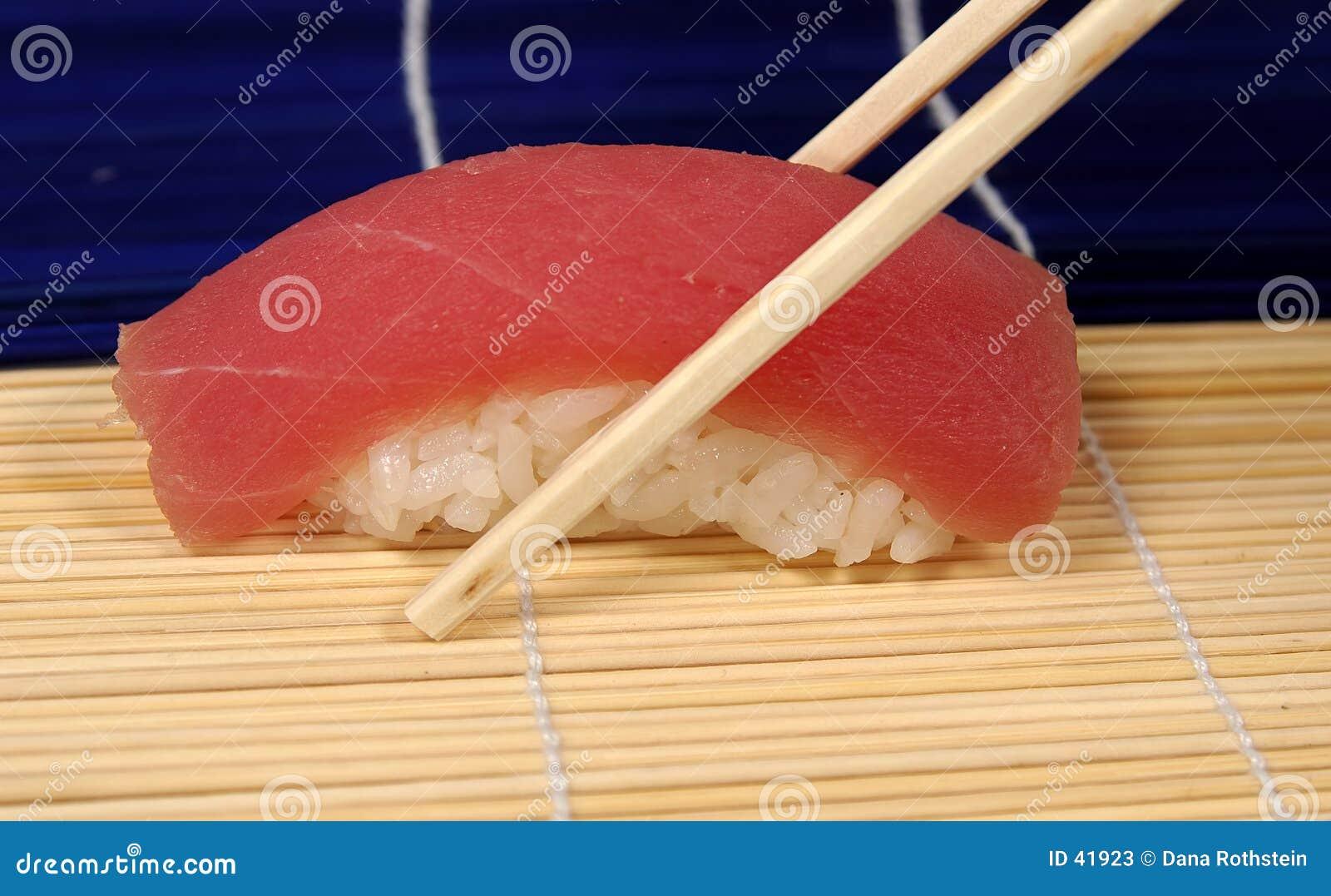 Tuńczyk sushi.