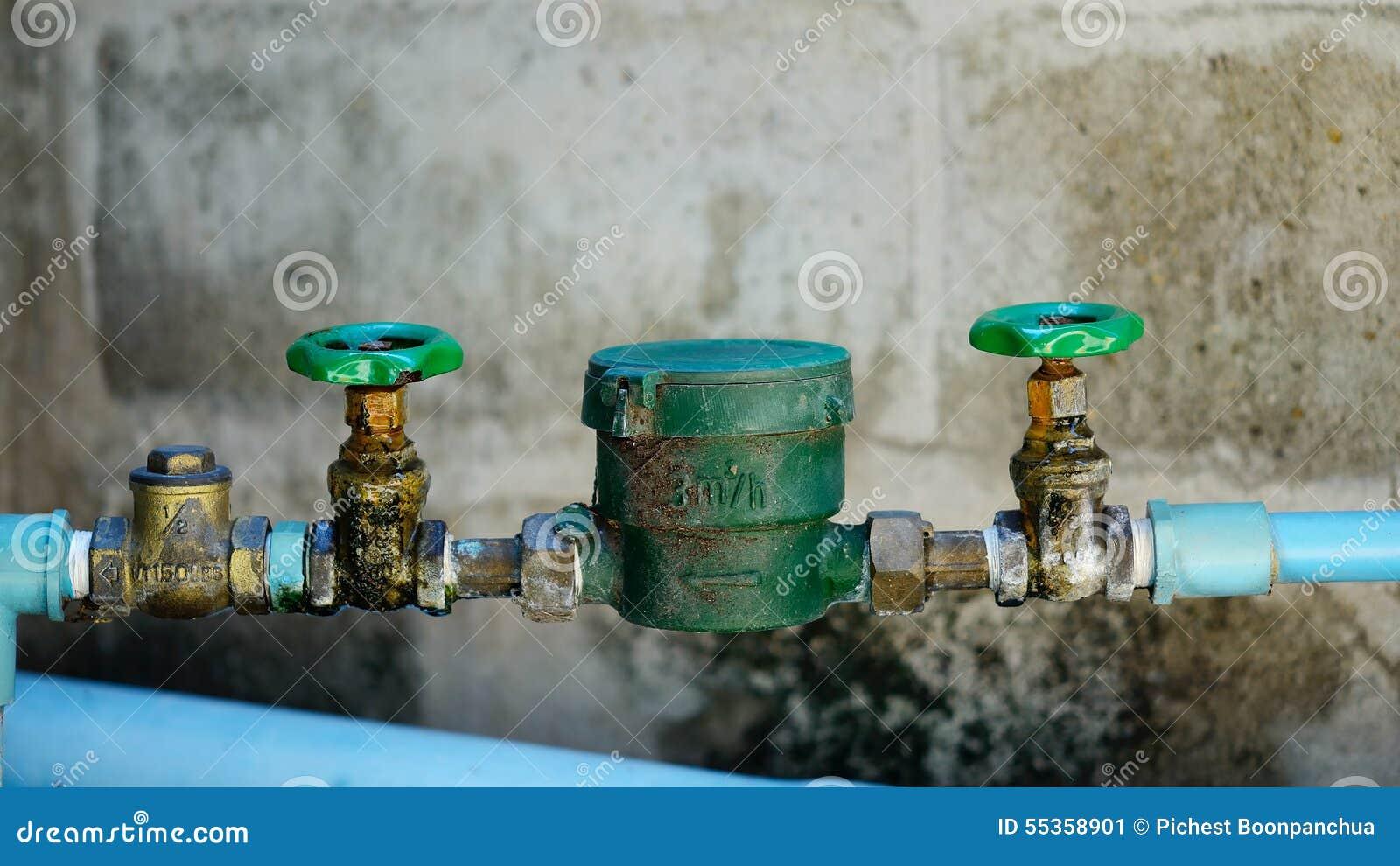 Tubatura dell acqua e metro con la tromba marina