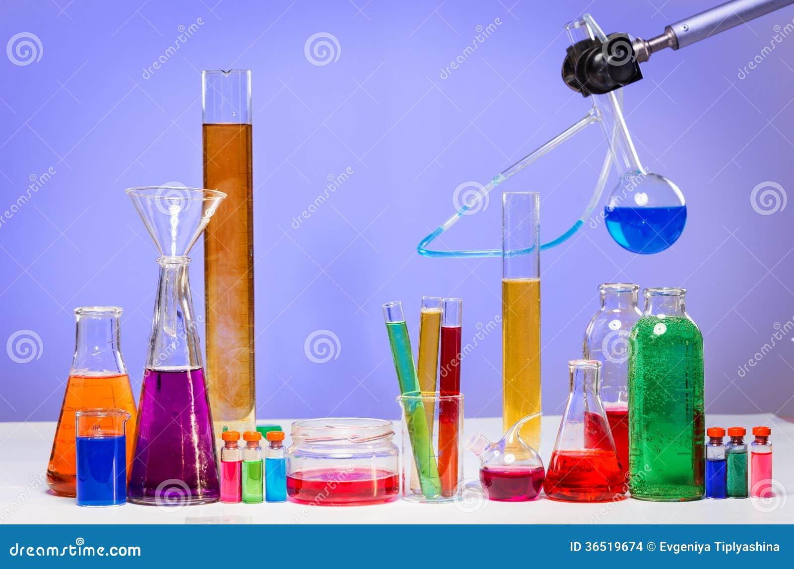 Tubes dans le laboratoire
