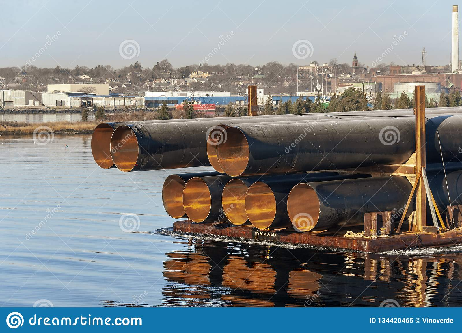 Tubi del metallo del Sei-piede del diametro che emettono luce alla luce solare di mattina