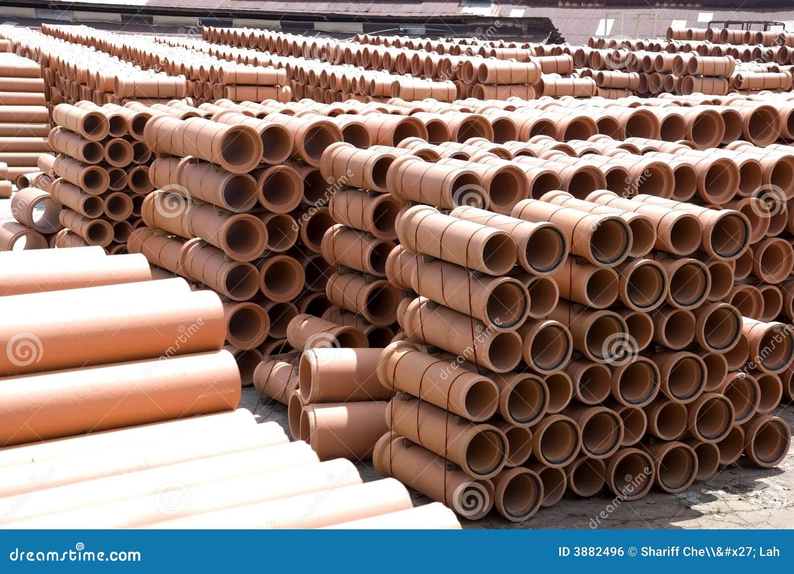 Tubi di argilla alla fabbrica