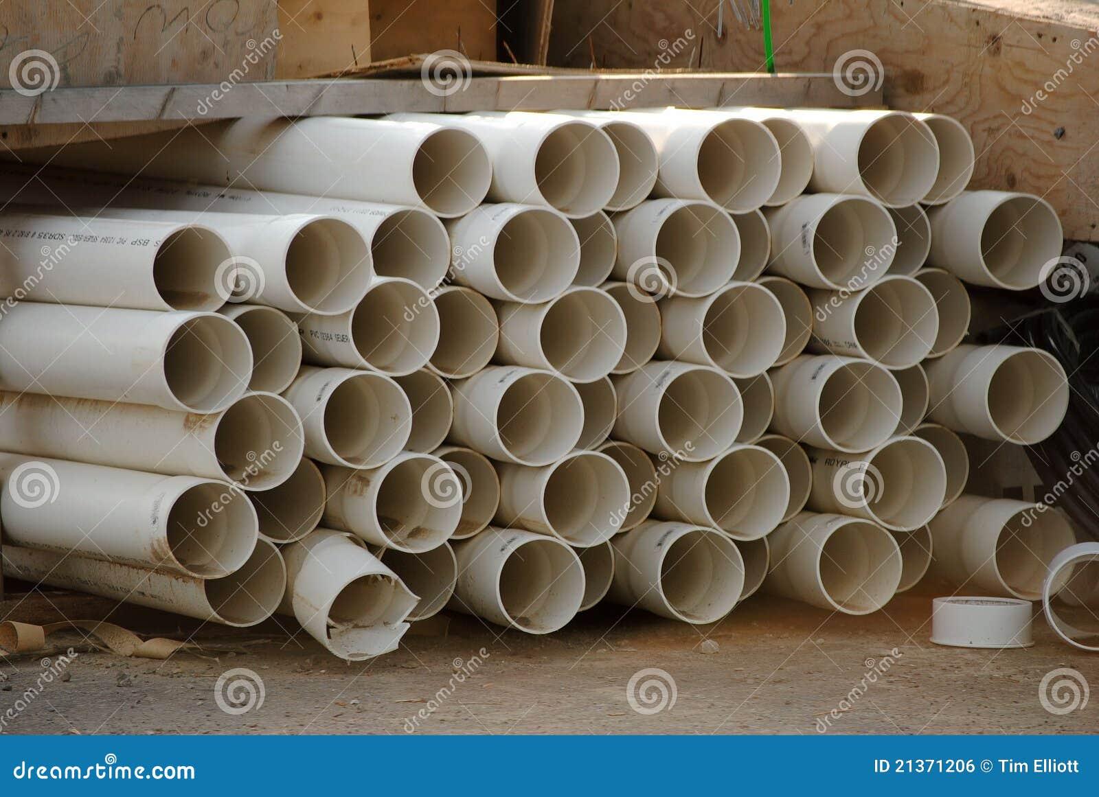 Tubi di plastica bianchi immagine stock libera da diritti for Tipi di tubi idraulici in plastica