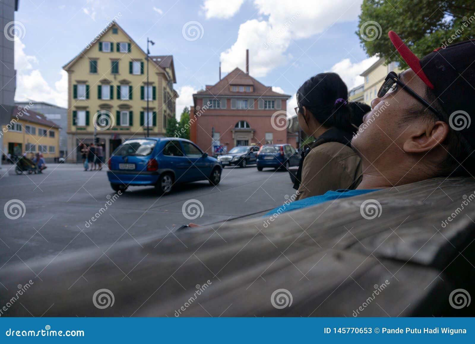 TUBINGEN/GERMANY-JULY 29 2018年:在蒂宾根附近的街道大气 步行空间是非常宽的,与经典式大厦