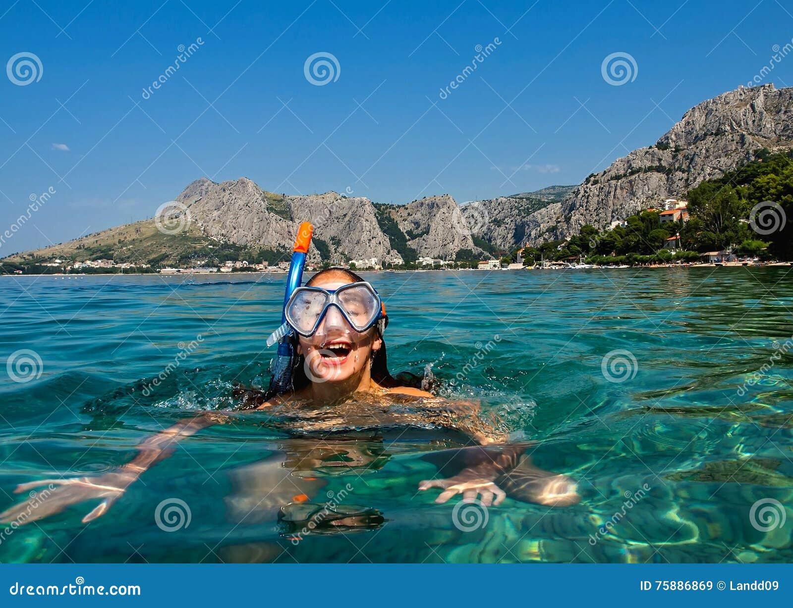 Tubo respirador en el mar adriático
