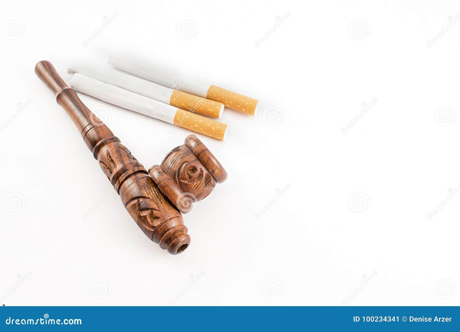 Tubo y cigarrillos