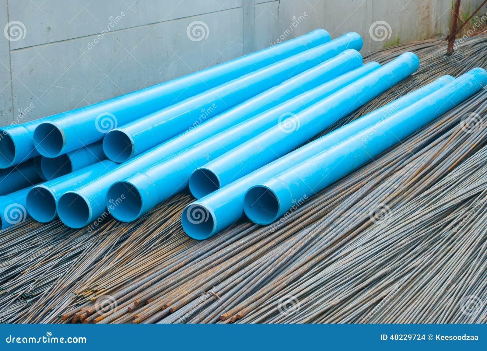 Tubos de agua azules del pvc y barra de acero foto de - Tubos para agua ...