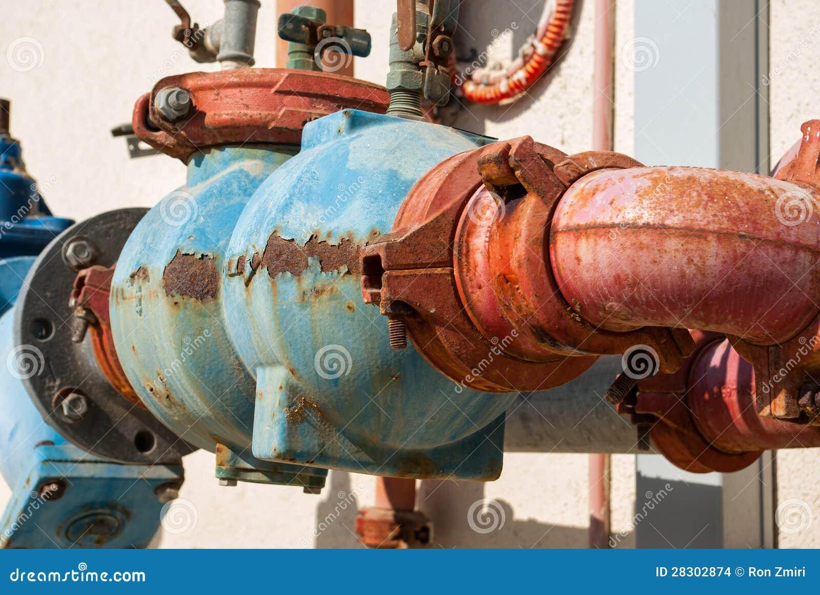 Tubos de agua oxidados del metal foto de archivo imagen - Tuberia de agua ...