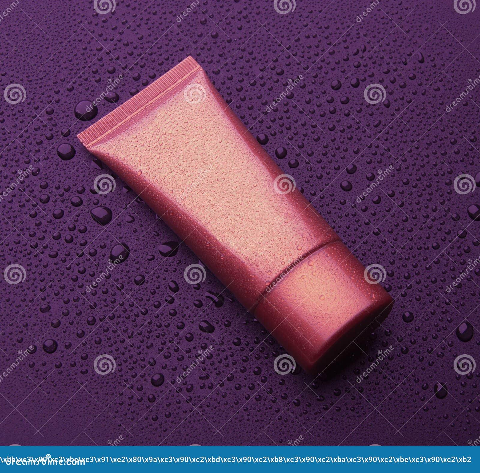Tubos vazios realísticos para cosméticos Câmara de ar do creme Isolado em um fundo preto