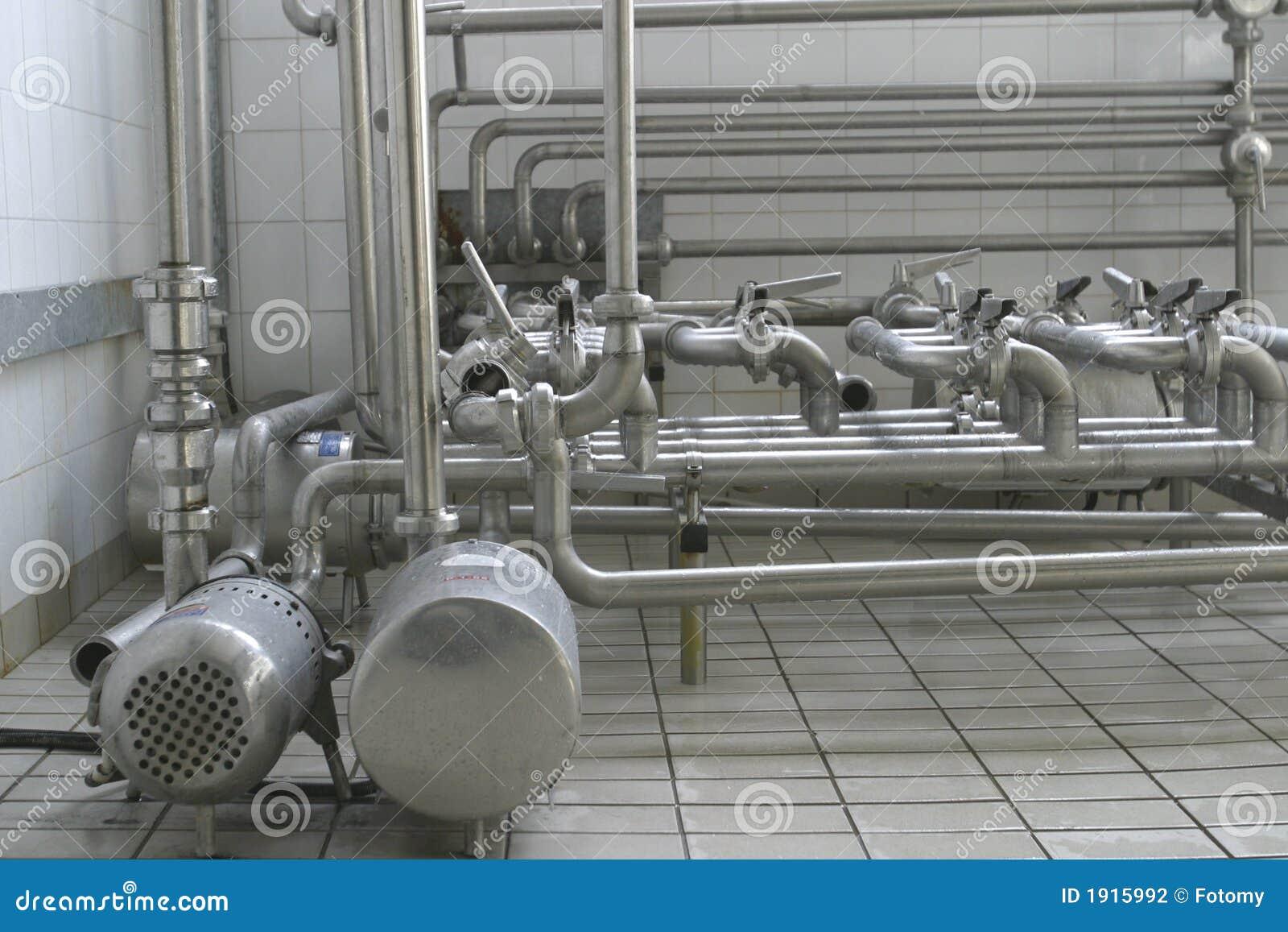 Tubos y válvulas en lechería moderna