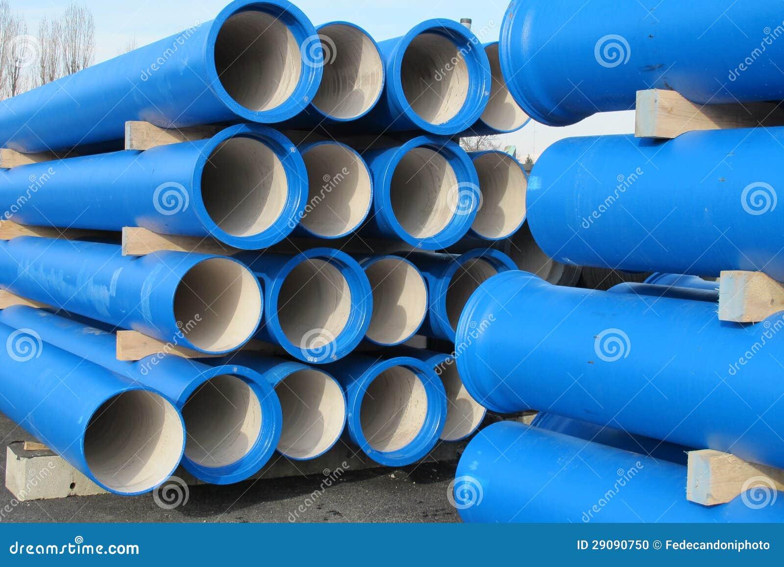 Tubulações concretas para transportar a água e saneamento