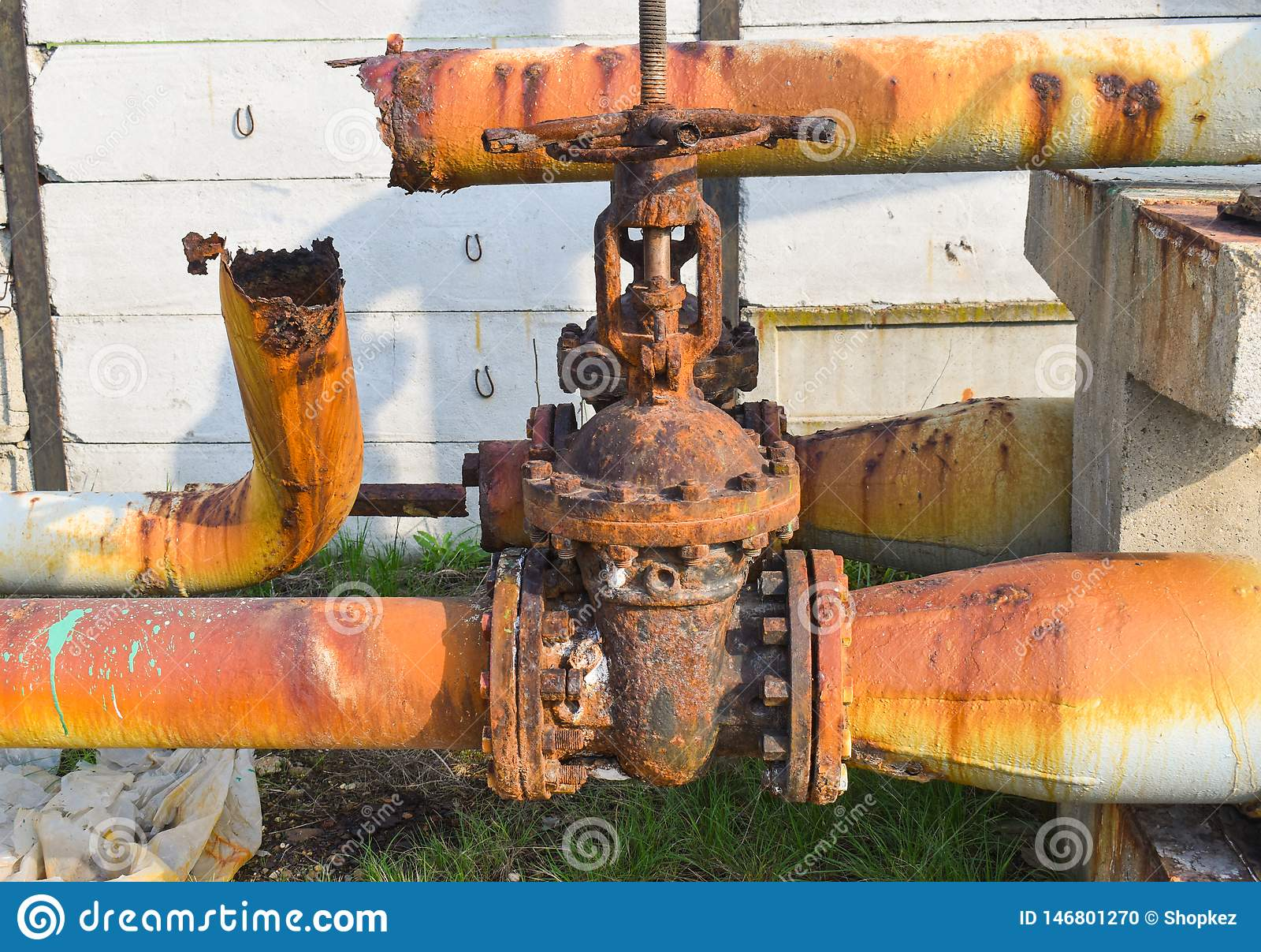 Tubulações corroídas oxidadas