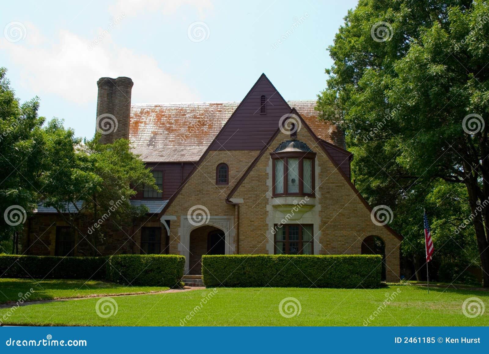 Tudor ύφους σπιτιών
