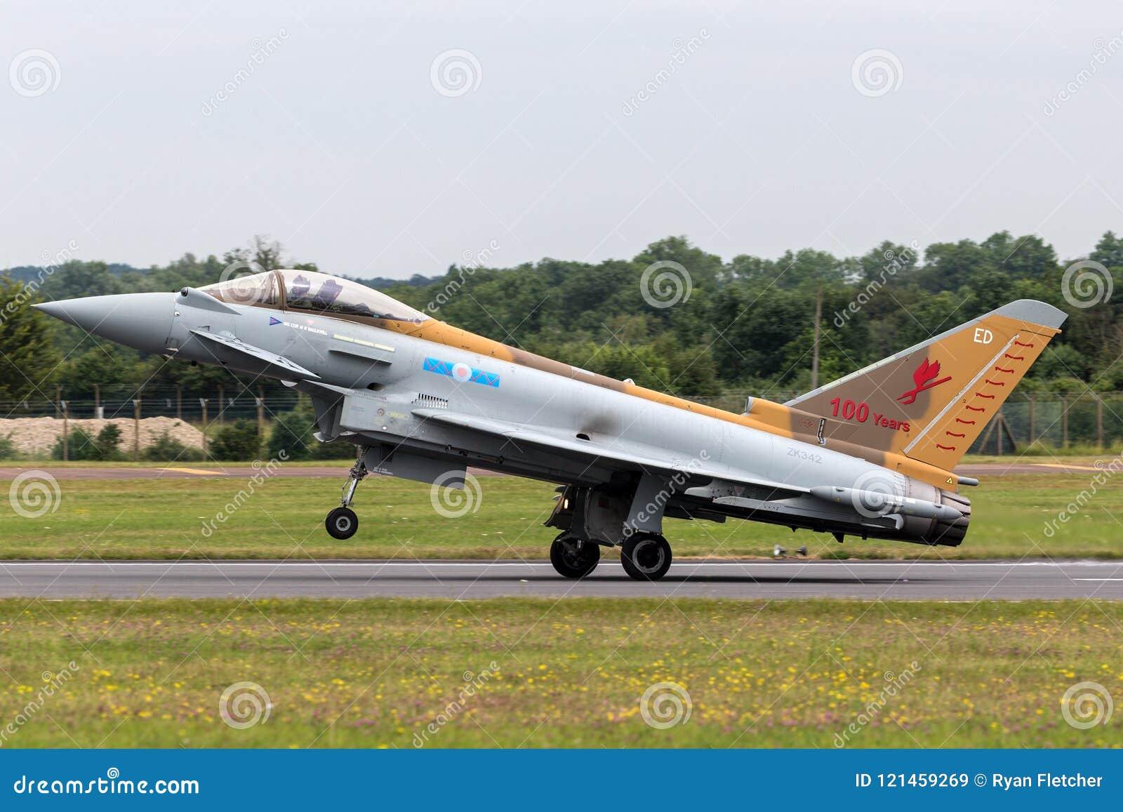 Tufão FGR de Royal Air Force RAF Eurofighter EF-2000 4 ZK342 do nenhum Esquadrão 6 baseado em RAF Lossiemouth em uma libré especi