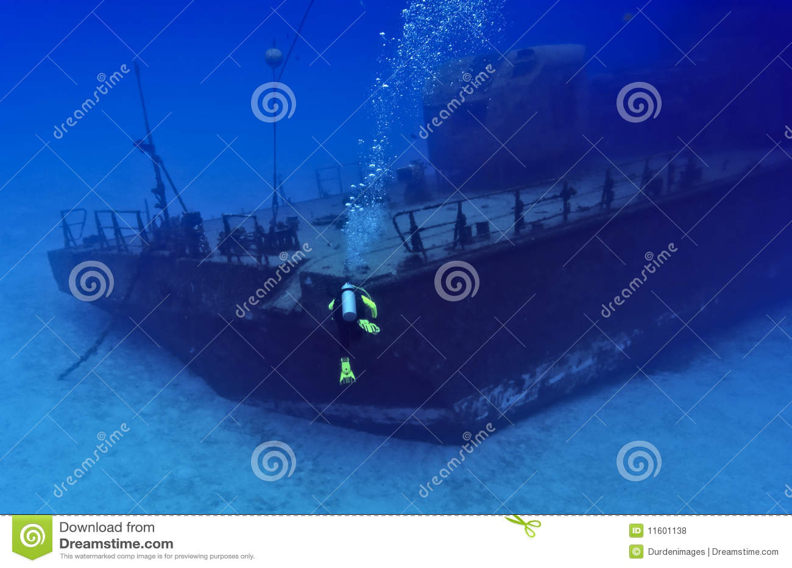 Tuffandosi verso un naufragio