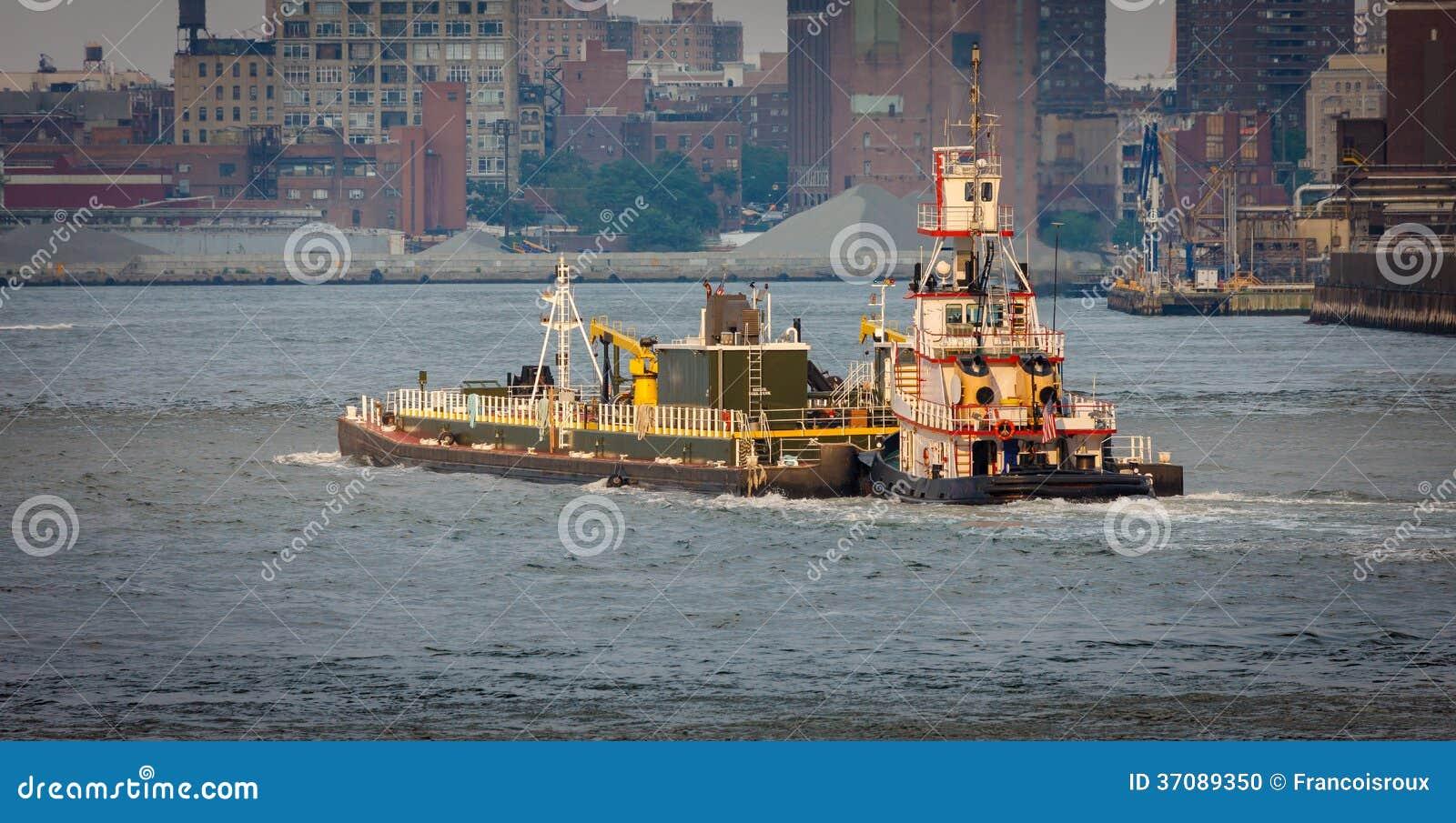 Download Tugboat Na Wschodniej Rzece, Nowy Jork. Zdjęcie Stock - Obraz złożonej z brooklyn, widok: 37089350