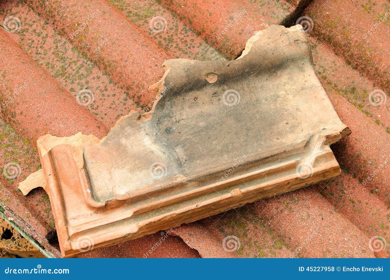 tuile cass e de terre cuite photo stock image 45227958. Black Bedroom Furniture Sets. Home Design Ideas