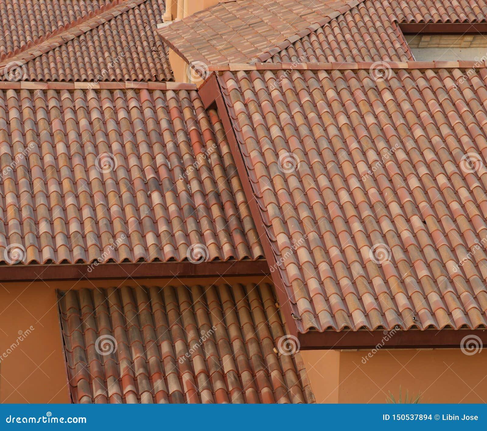 Tuiles de briques et de toit