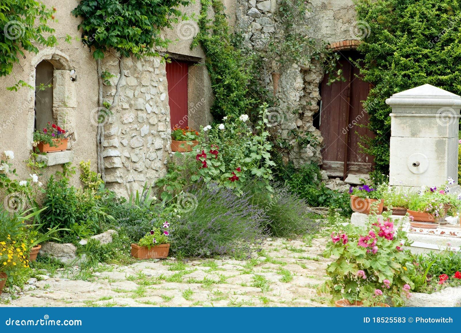 Tuin In De Provence Stock Afbeelding Afbeelding Bestaande