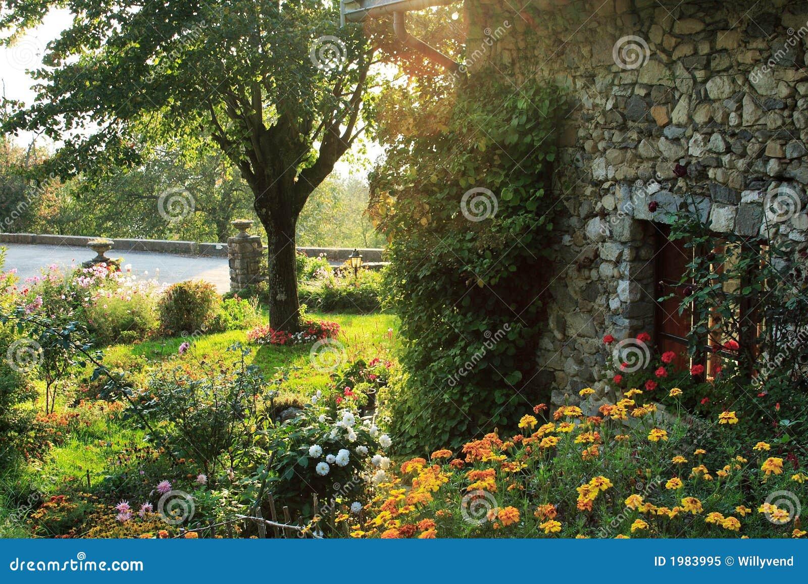 Tuin in het franse platteland stock afbeelding for Franse tuin