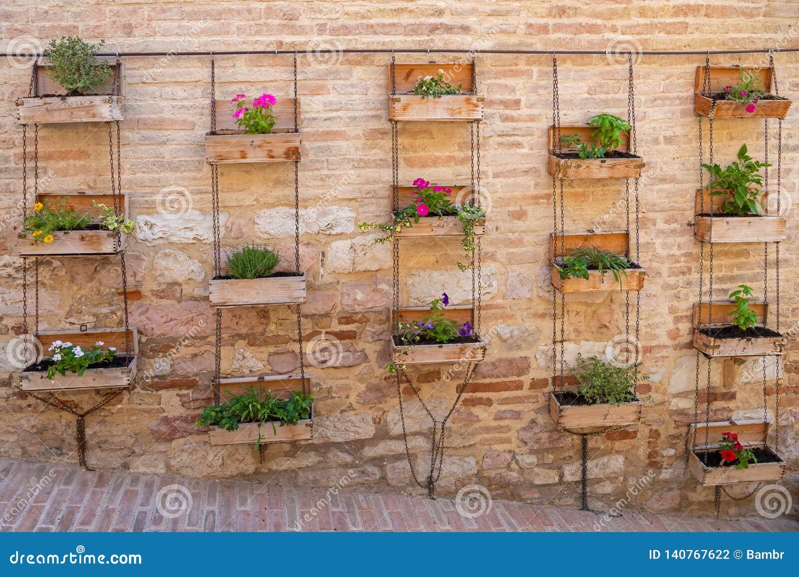 Tuin Op De Muur Stock Foto Image Of Ceramisch Italie 140767622