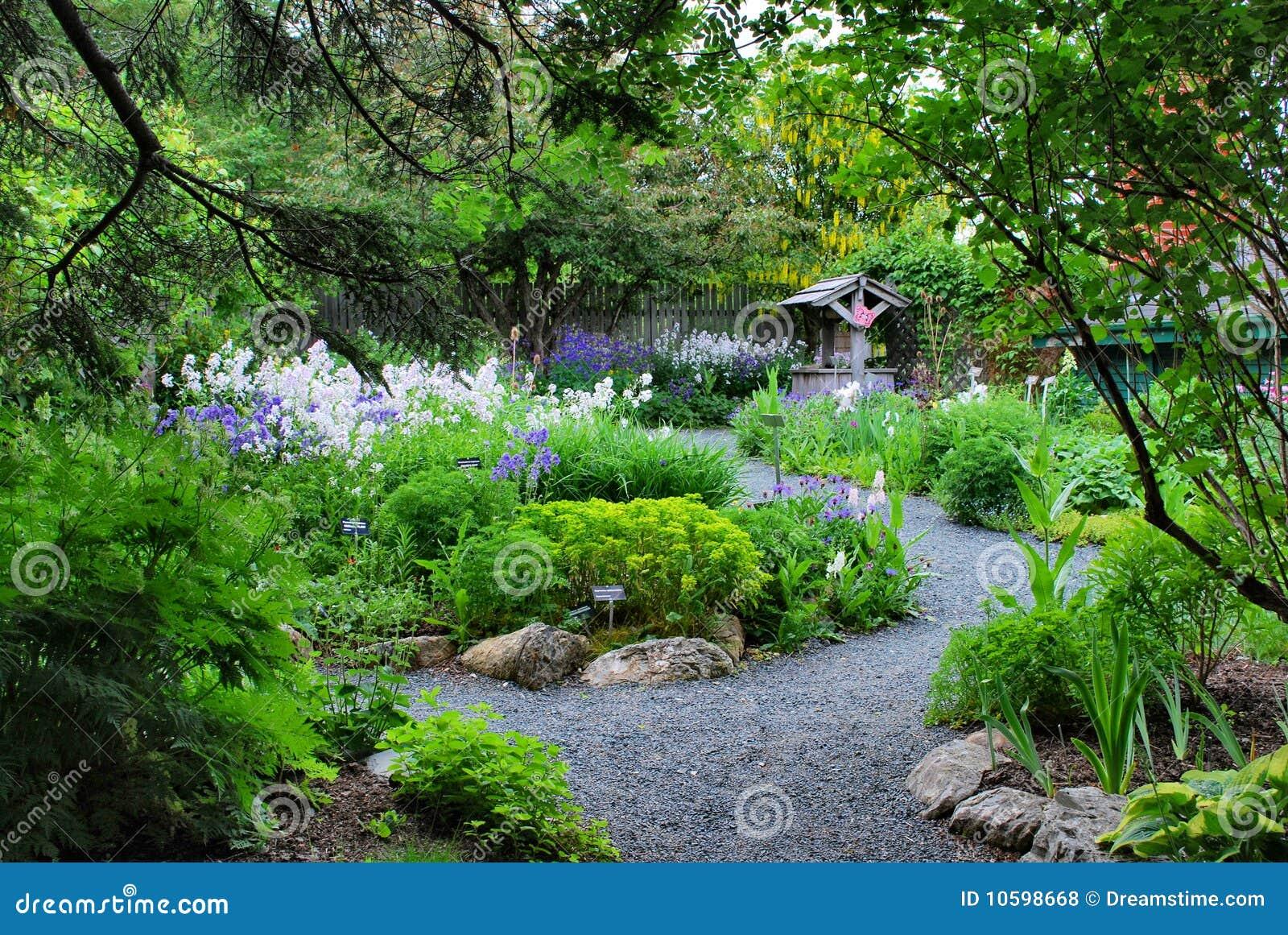 Tuin van eden royalty vrije stock foto 39 s afbeelding 10598668 - Outs zwembad in de tuin ...