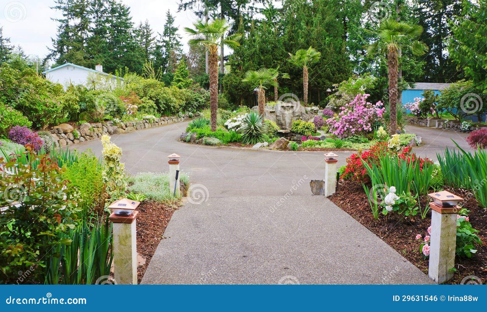tuin van het het huislandschap van het noordwesten van de