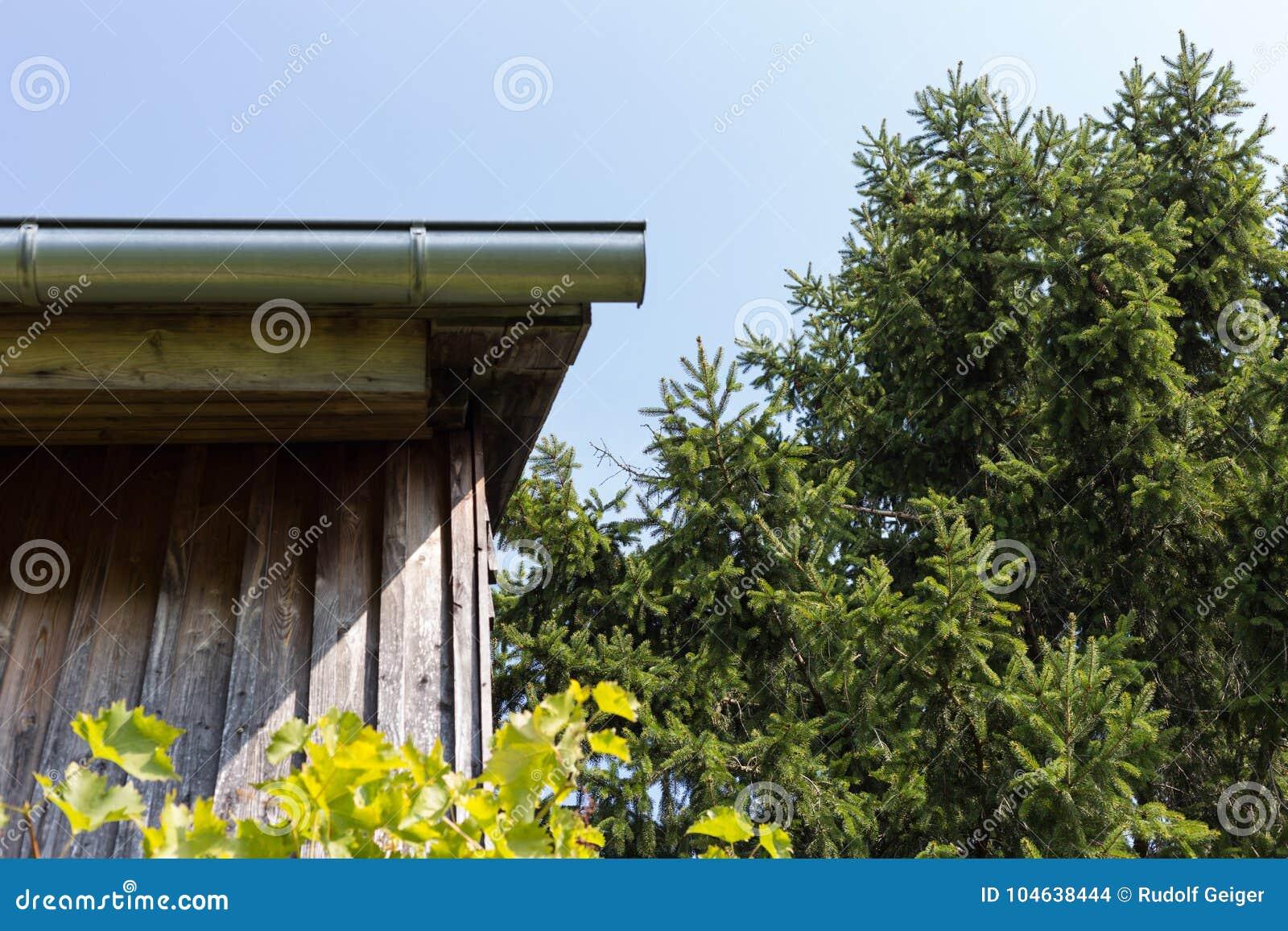 Download Tuin Van Het Zuiden De Duitse Plattelandshuisje Stock Foto - Afbeelding bestaande uit water, building: 104638444