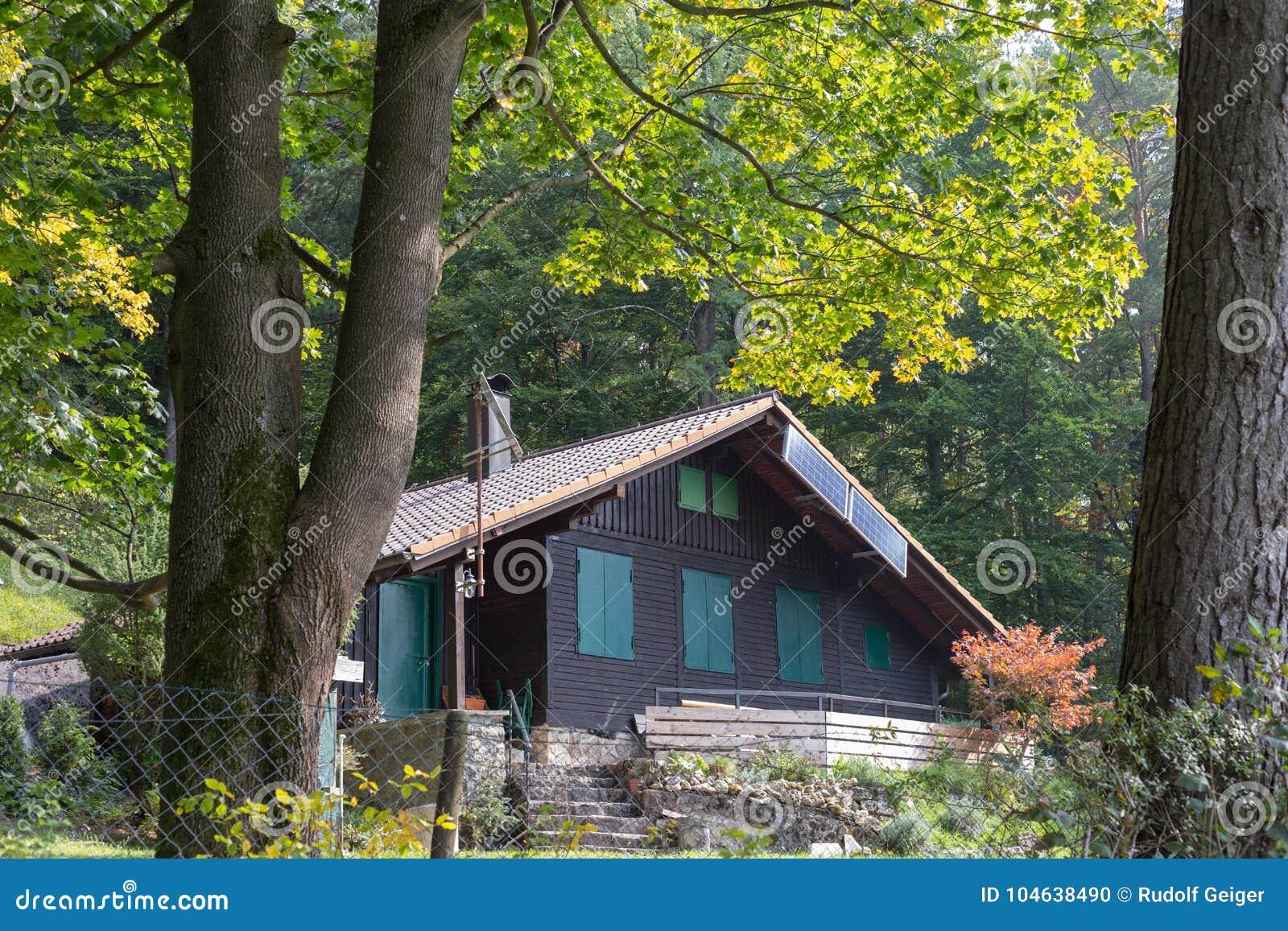 Download Tuin Van Het Zuiden De Duitse Plattelandshuisje Stock Foto - Afbeelding bestaande uit landschap, buurt: 104638490