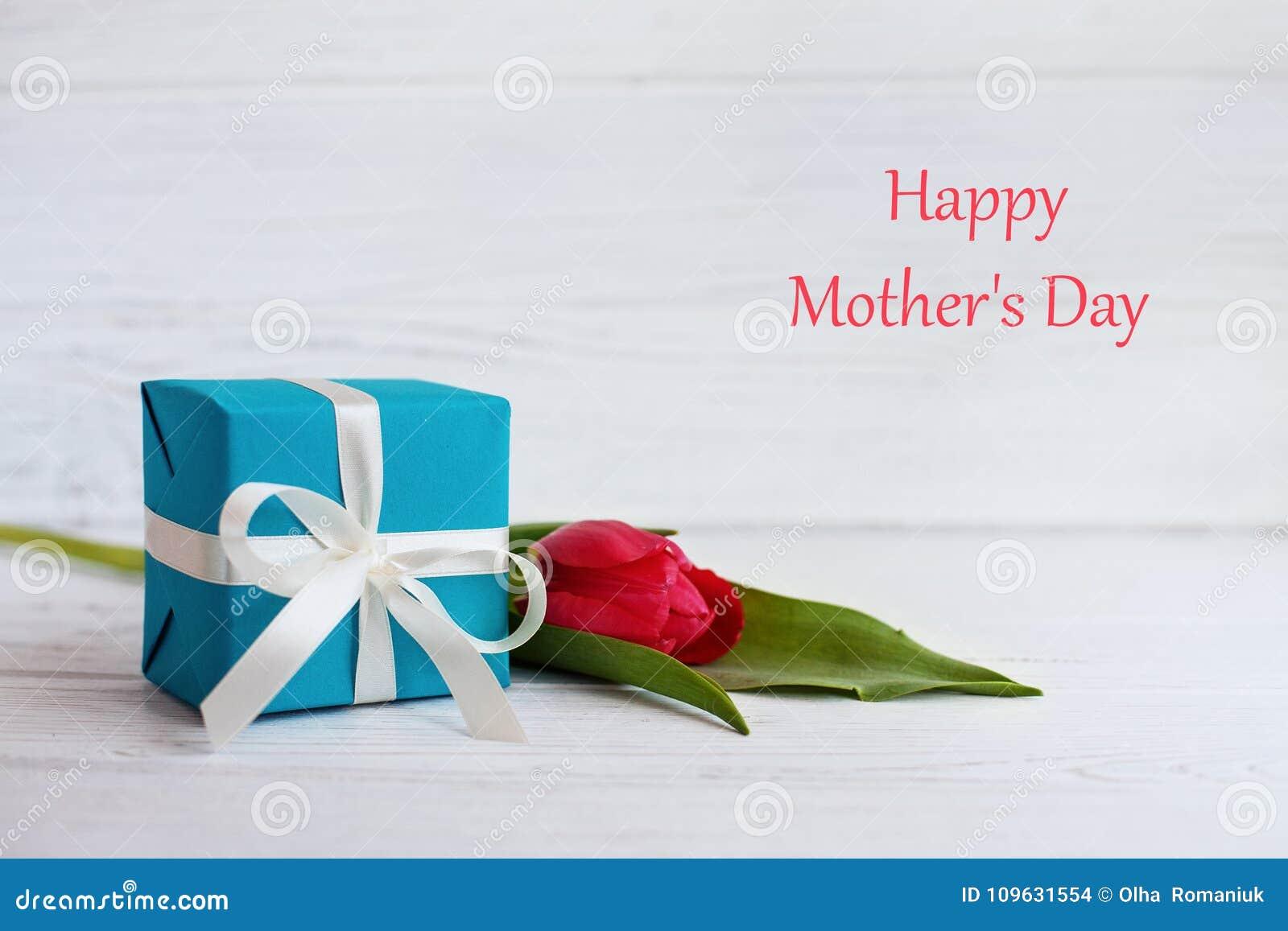 Tulpe und Geschenk für die Mutter Das Konzept glücklichen Mutter ` s Tages