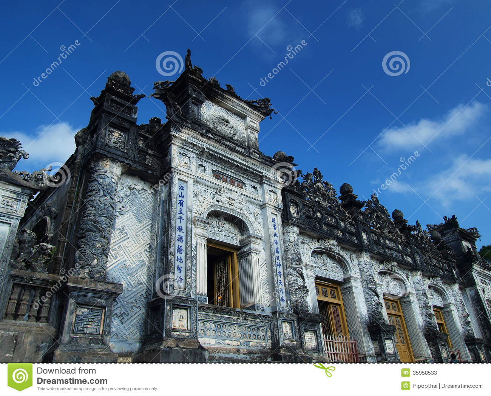 Tumba de Khai Dinh, tonalidad, Vietnam. Sitio del patrimonio mundial de la UNESCO.