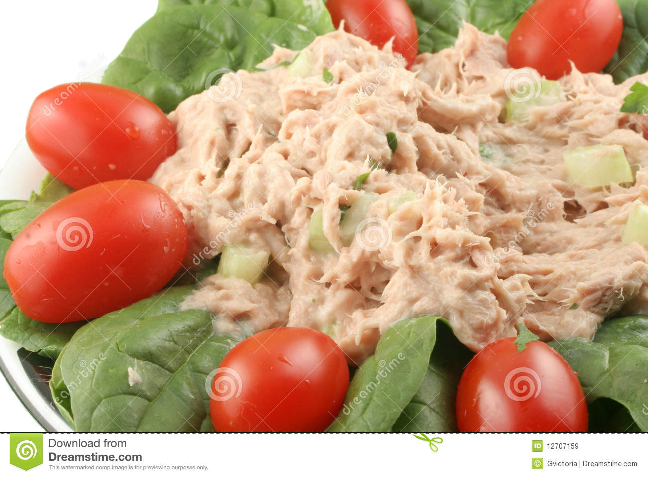 Healthy meal of tuna fish salad with cherry tomatoes and spinach.