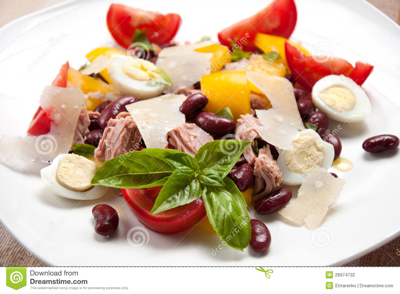 Stock Photography: Tuna salad with beans, pepper, tomatoes