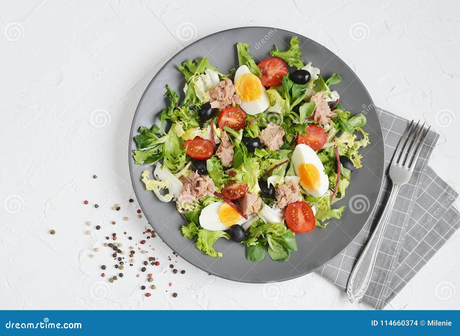 Tuna Salad Cabbage Arugula Oil Pepper Tomatoes Cherry Eggs